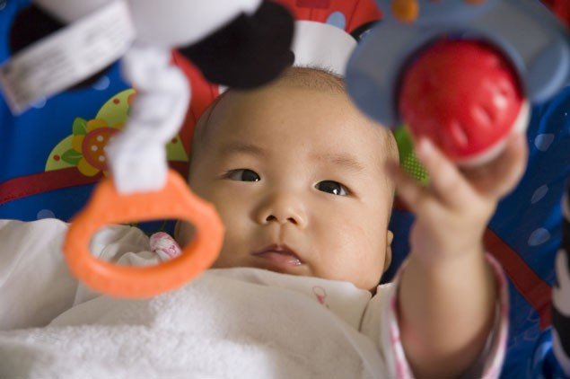 what-play-equipment-is-suitable-for-your-babys-age-and-stage_17375