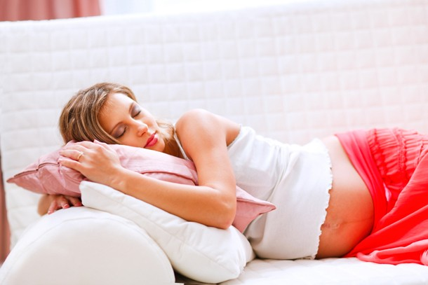 whats-the-safest-sleeping-position-in-pregnancy_142530