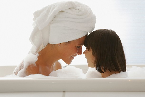 when-should-you-stop-bathing-with-your-child_208263