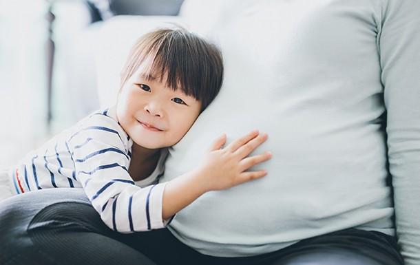when-to-stop-breastfeeding_pregnantanddaughter
