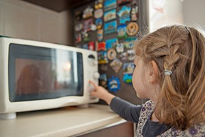 when-would-you-let-your-child-start-using-a-microwave_212284