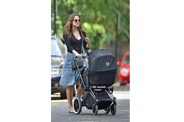 which-buggy-has-keira-knightley-chosen-for-her-new-baby_127327