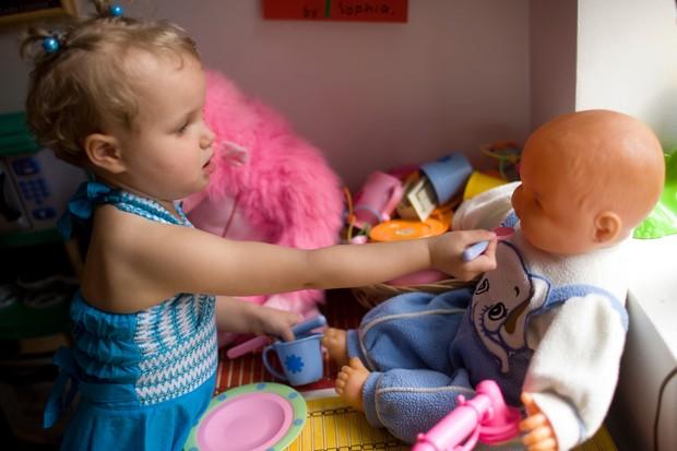 why-do-girls-like-dolls_11908