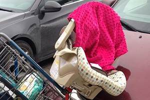 why-you-should-never-put-a-car-seat-on-a-shopping-trolley_142813