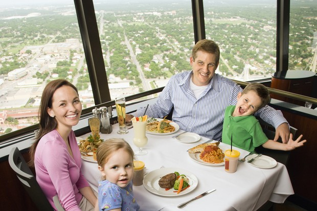 why-your-toddler-misbehaves-in-restaurants_25325