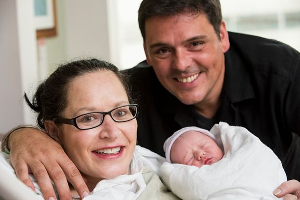 woman-gets-married-while-giving-birth_130166