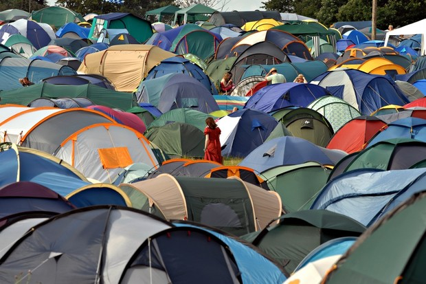 woman-gives-birth-at-glastonbury-and-returns-to-party-with-her-baby_13454