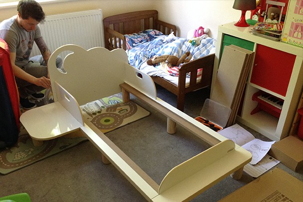 worlds-apart-hellohome-starbright-toddler-bed_hellohome2
