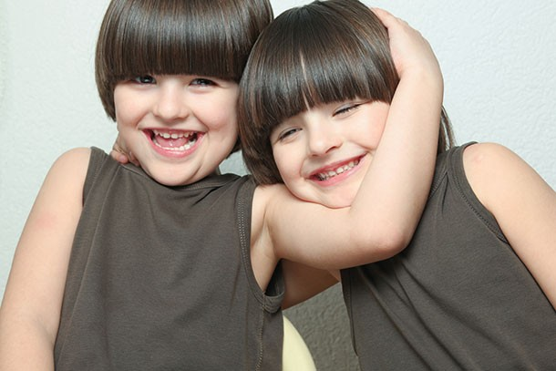 would-you-dress-twins-the-same-and-siblings_twins