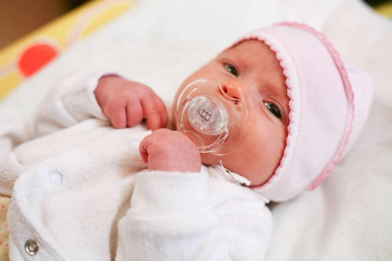 your-first-hours-with-your-newborn_1561