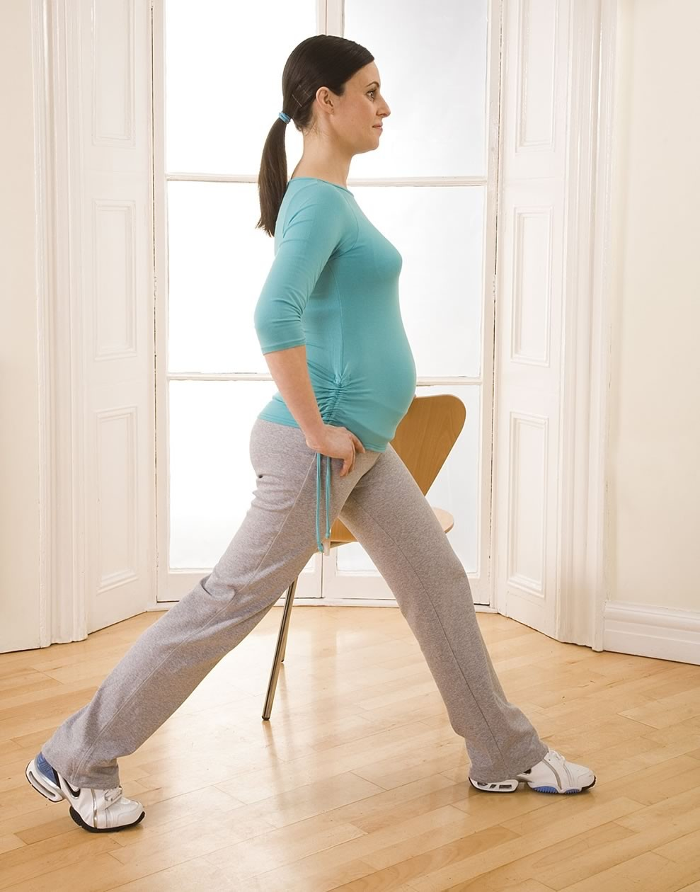 your-pregnancy-exercise-workout-lunge-with-chair_14069