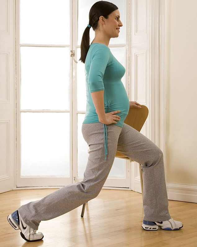 your-pregnancy-exercise-workout-lunge-with-chair_14070