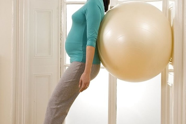 your-pregnancy-exercise-workout-standing-squat_14014