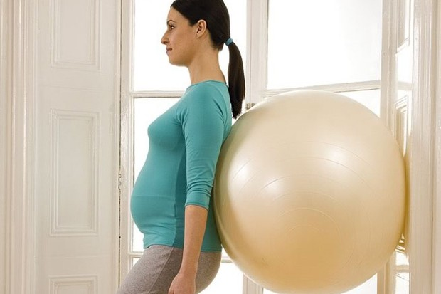your-pregnancy-exercise-workout-standing-squat_14017
