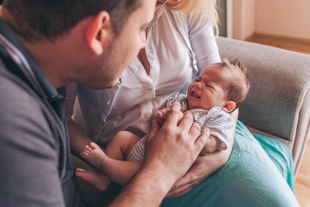 Dad with newborn, mum holiding the baby