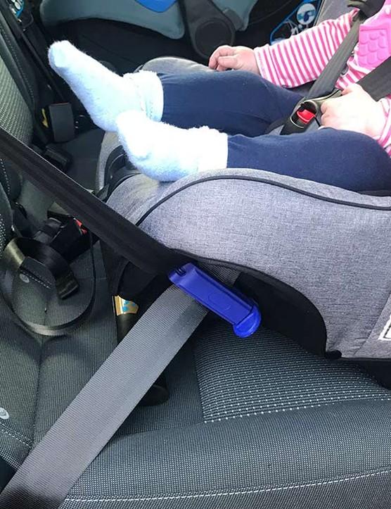 axkid-minikid-seatbelt