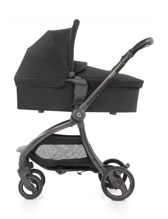 egg-quail-carrycot-stock
