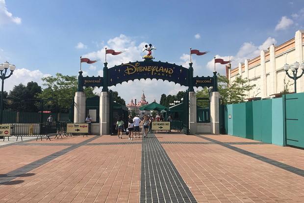 Disneyland-entrance