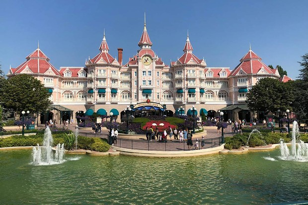 Disneyland-park-entrance