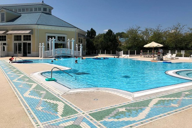 NEwport-bay-hotel-pool-rs