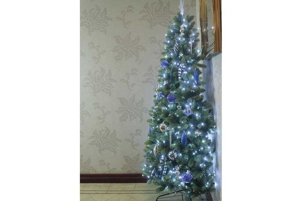 Christmas-Tree-World-The-Arbor-Ultima-Half-Christmas-Tree