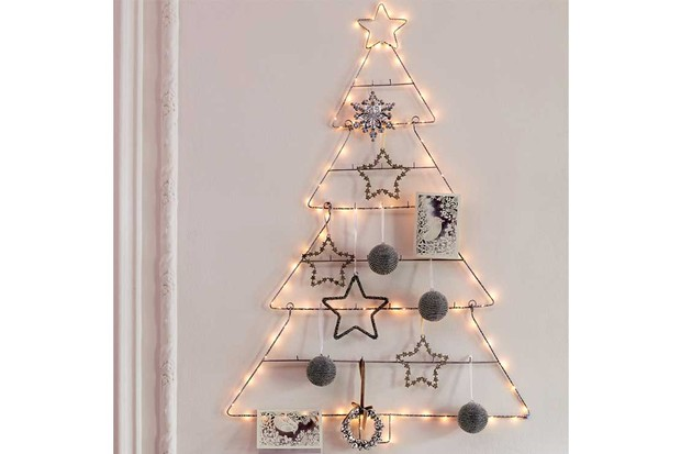 Laura-Ashley,-LED-wall-mounted-wire-Christmas-Tree