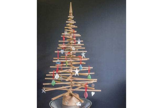 Natural-Wood-Company-Alternative-Oak-Christmas-Tree