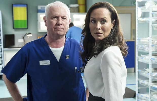 how much do casualty actors earn derek thompson and amanda mealing