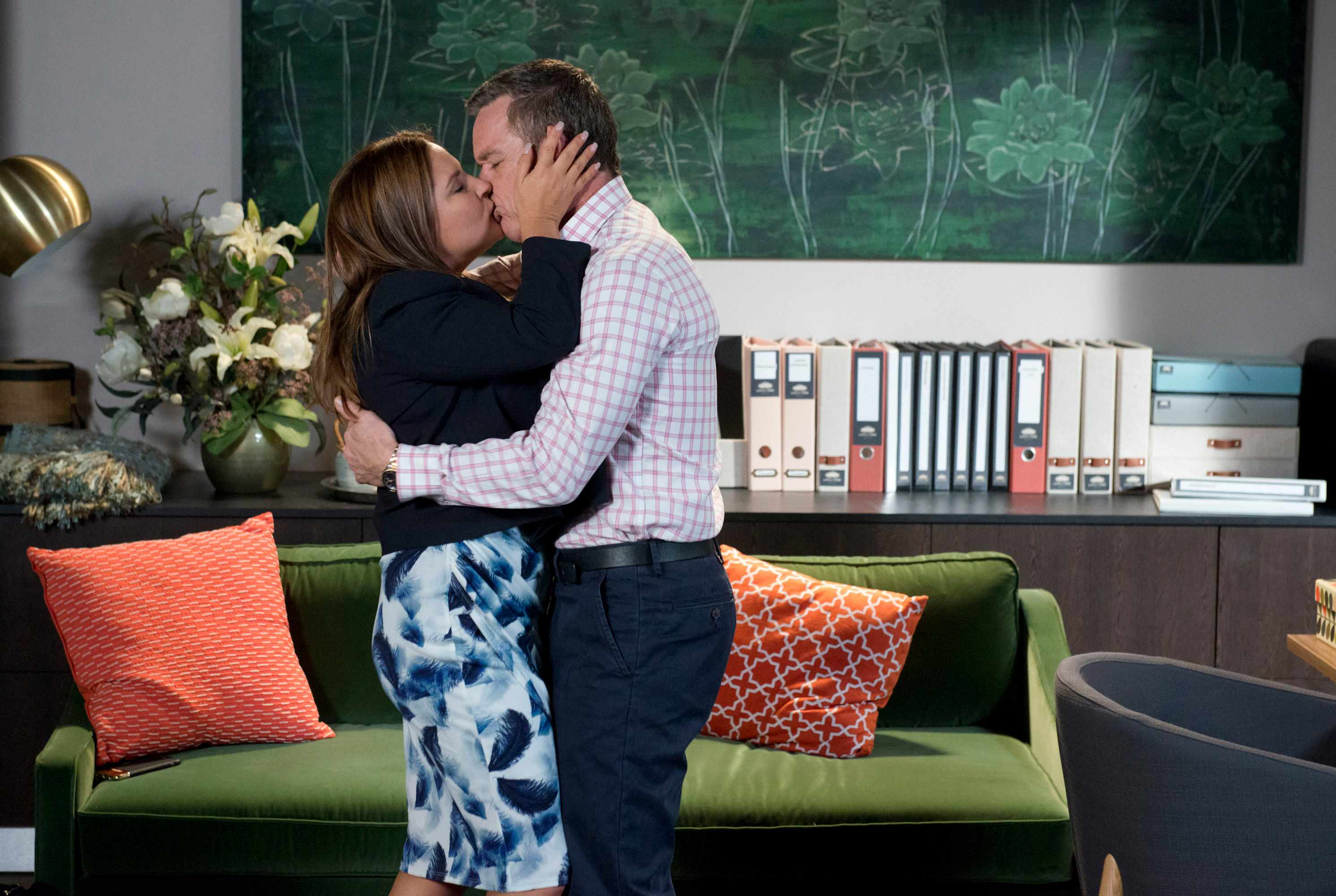Neighbours Terese Paul kiss