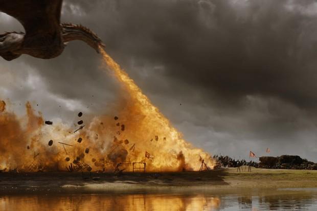 la-et-hc-game-of-thrones-loot-train-dragon-20170807
