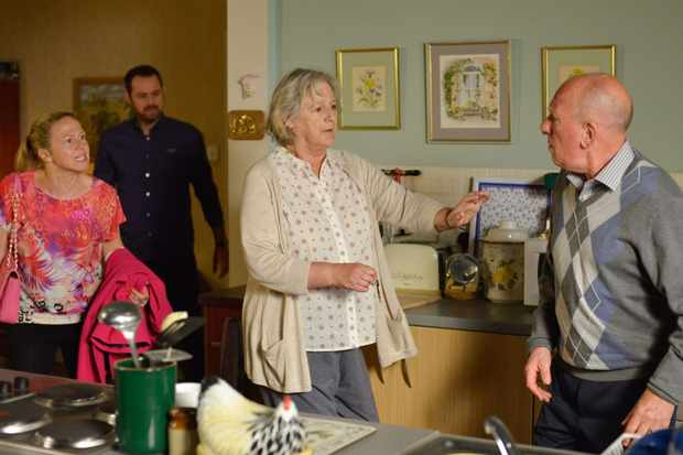 14031484-high_res-eastenders-Linda_Ted_Joyce_sd'xckxzcos
