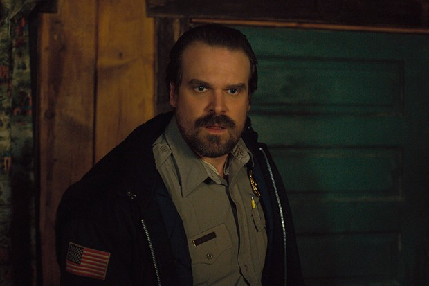 David Harbour in Stranger Things (Netflix, HF)