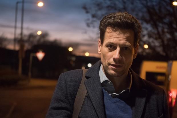Ioan Gruffudd as Andrew Earlham in Liar