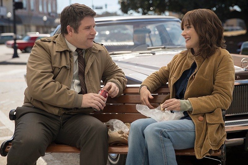 Sean Astin and Winona Ryder in Stranger Things (Netflix, HF)
