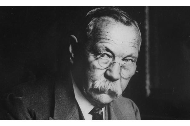 Paranormal believer Sir Arthur Conan Doyle in 1925 (Getty, TL)