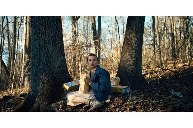 Eleven eating Eggos in Stranger Things (Netflix, JG)