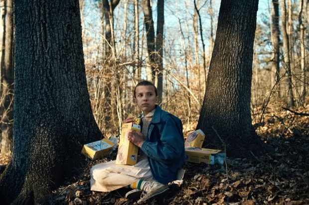 Eleven eating Eggos in Stranger Things (Netflix, JG)