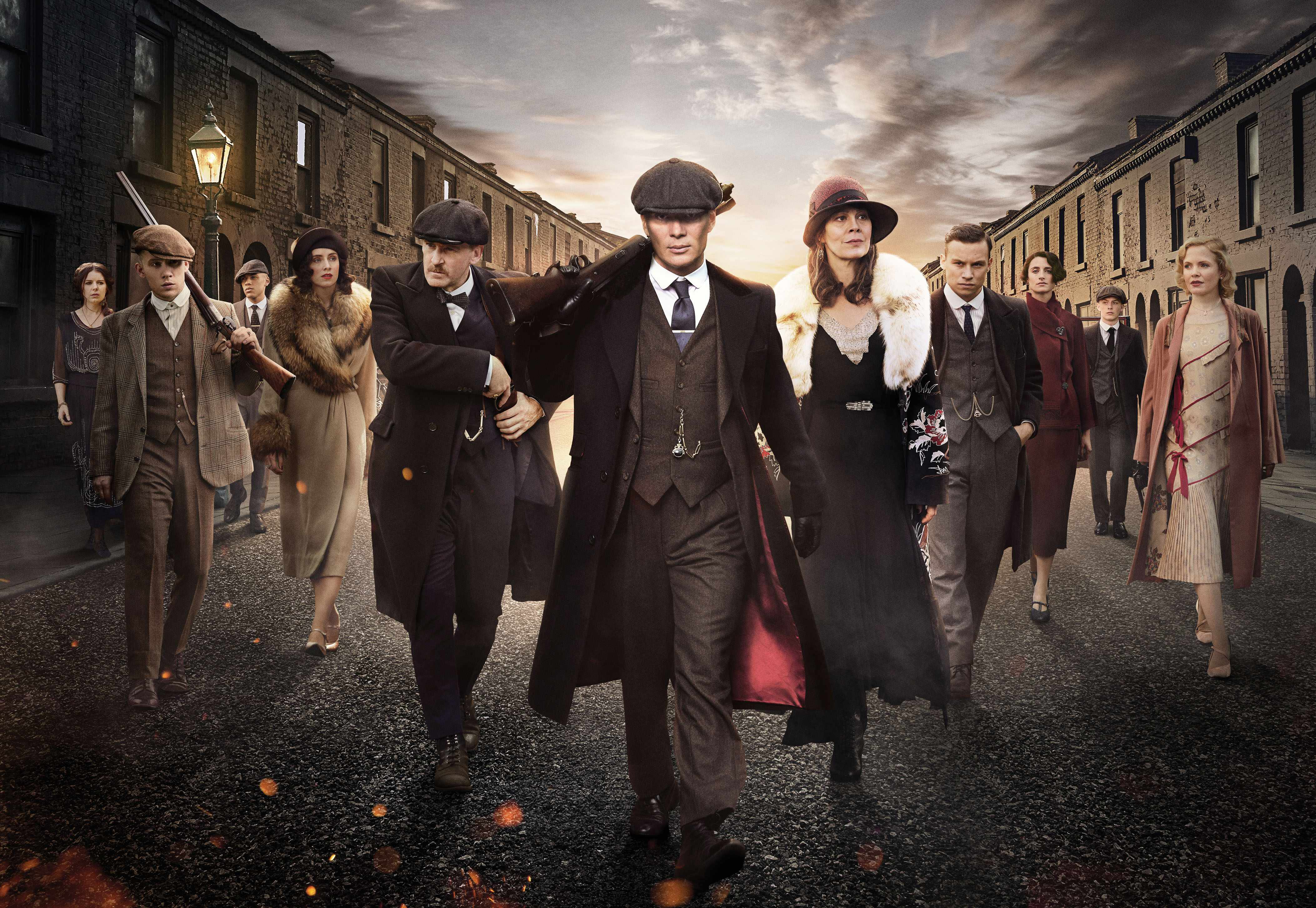 Programme Name: Peaky Blinders IV - TX: n/a - Episode: n/a (No. n/a) - Picture Shows: Aimee-Ffion Edwards (Esme Shelby), Joe Cole (John Shelby), Jordan Bolger (Isiah), Sophie Rundle (Ada Shelby), Paul Anderson (Arthur Shelby), Cillian Murphy (Tommy Shelby), Helen McCrory (Polly Gray), Finn Cole (Michael Gray), Natasha O'Keeffe (Lizzie Stark), Harry Kirton (Finn Shelby), Kate Phillips (Linda Shelby) in series four of Peaky Blinders, coming soon to BBC Two  Photographer: Robert Viglasky | © Caryn Mandabach Productions Ltd 2017  Production credit: A Caryn Mandabach and Tiger Aspect Production  - (C) © Caryn Mandabach Productions Ltd 2017 - Photographer: Robert Viglasky  (BBC, TL)