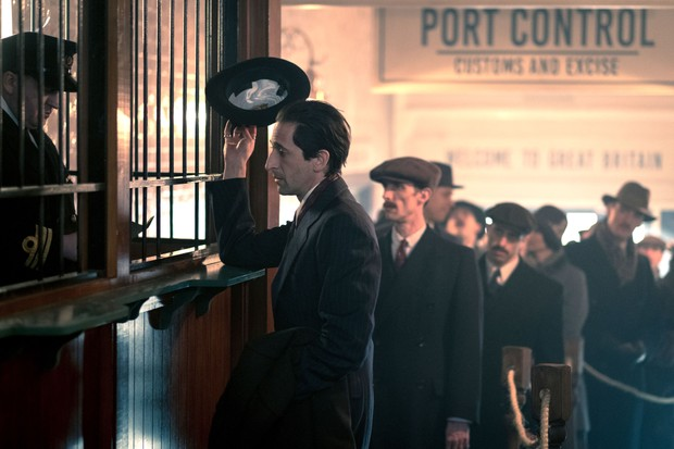 Programme Name: Peaky Blinders IV - TX: n/a - Episode: n/a (No. 1) - Picture Shows: Luca Changretta (Adrien Brody) - (C) © Caryn Mandabach Productions Ltd 2017 - Photographer: Robert Viglasky