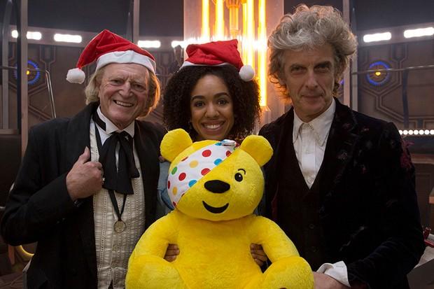 David Bradley, Pearl Mackie, Peter Capaldi and friend