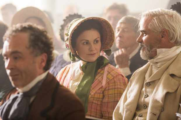 Anna Paquin & Paul gross in Alias Grace (Netflix, EH)