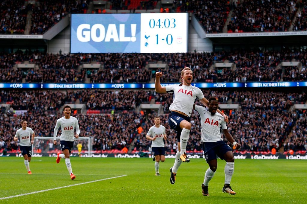 Tottenham Hotspur's English striker Harry Kane (2nd R) celebrates with Tottenham Hotspur's Ivorian defender Serge Aurier (R) after scoring the opening goal of English Premier League football match between Tottenham Hotspur and Liverpool at Wembley Stadium in London, on October 22, 2017. / AFP PHOTO / IKIMAGES / Ian KINGTON / RESTRICTED TO EDITORIAL USE. No use with unauthorized audio, video, data, fixture lists, club/league logos or 'live' services. Online in-match use limited to 45 images, no video emulation. No use in betting, games or single club/league/player publications.  /         (Photo credit should read IAN KINGTON/AFP/Getty Images, BA)
