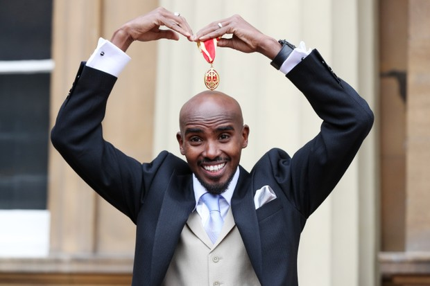 Four-time Olympic champion Sir Mo Farah does the mobot after receiving his knighthood from Queen Elizabeth II at Buckingham Palace on November 14, 2017 in London, United Kingdom. (Photo by Jonathan Brady - WPA Pool/Getty Images)