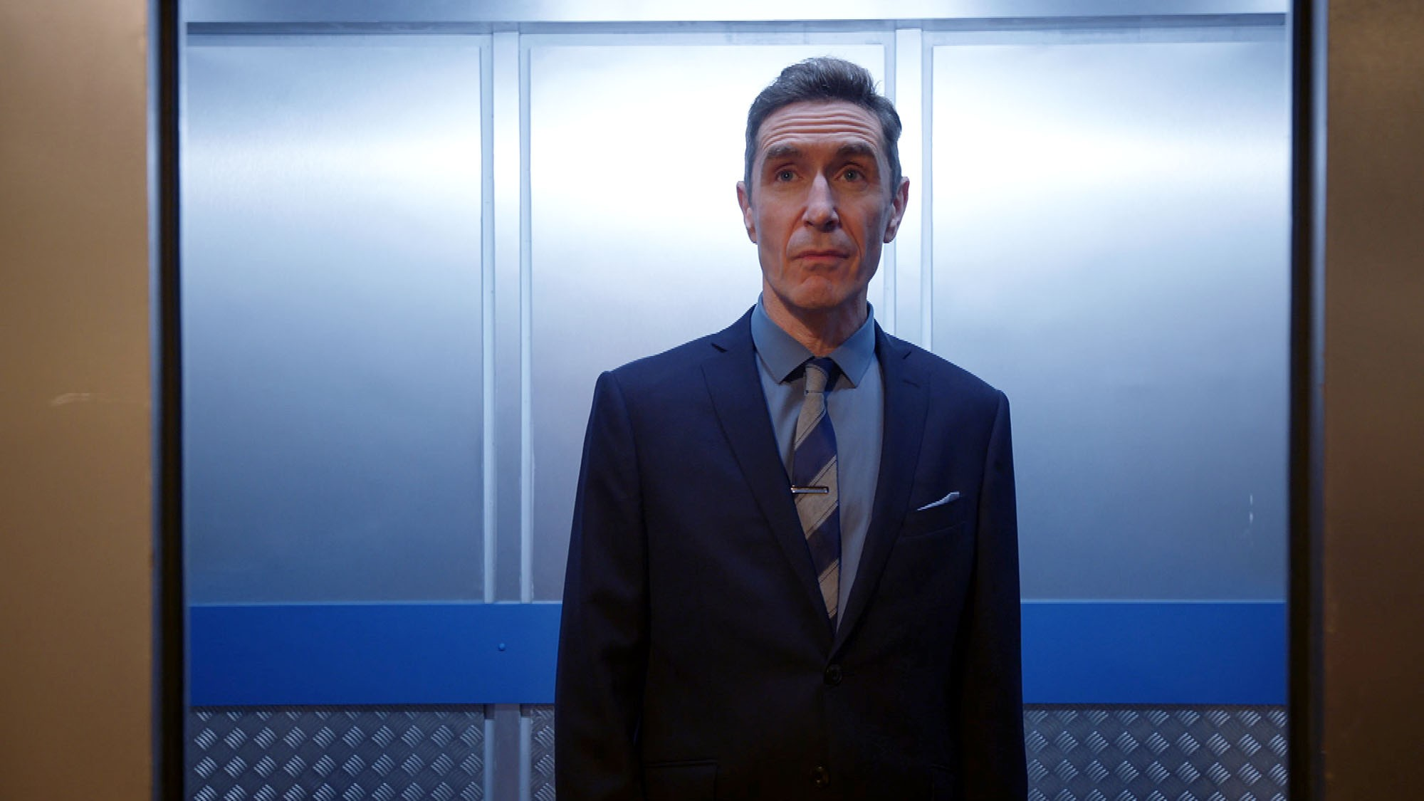 WARNING: Embargoed for publication until 00:00:01 on 28/11/2017 - Programme Name: Holby City  - TX: 05/12/2017 - Episode: Holby City - Series 19, ep 61 (No. n/a) - Picture Shows: *STRICTLY NOT FOR PUBLICATION UNTIL 00:01HRS, TUESDAY 28TH NOVEMBER, 2017* Professor John Gaskell (PAUL McGANN) - (C) BBC  - Photographer: Screengrab