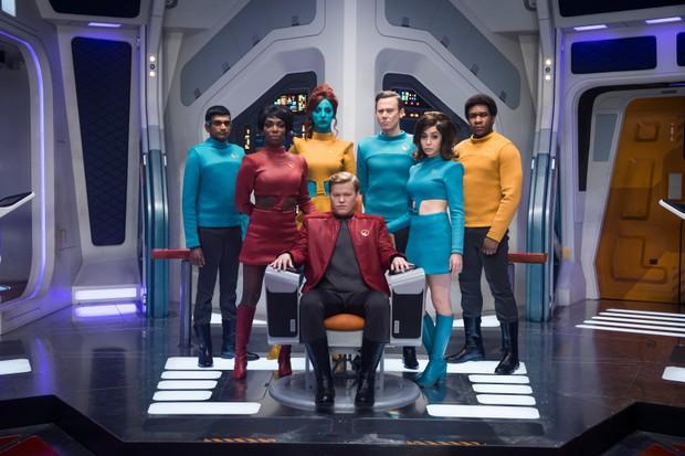 The crew of the USS Callister (Netflix, TL)