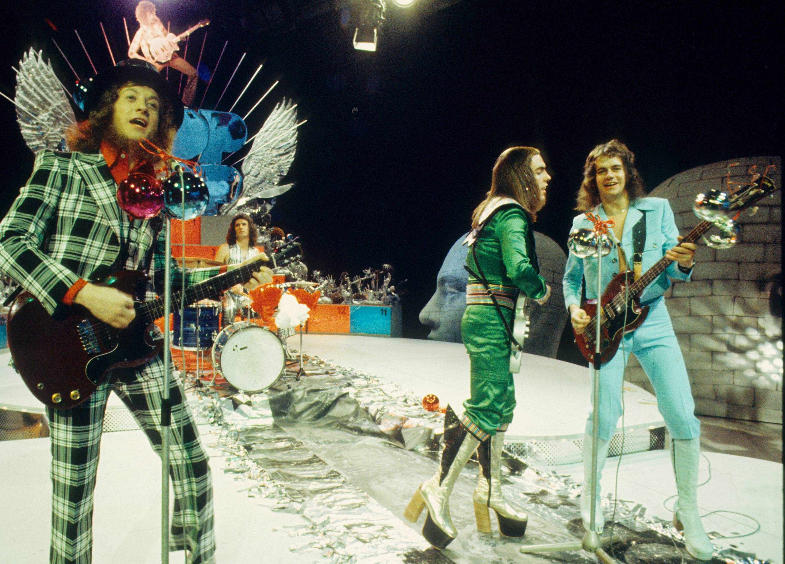 (L-R) Noddy Holder, Don Powell, Dave Hill and Jim Lea of Slade perform on a Christmas TV show in December 1973 (Getty, TG)