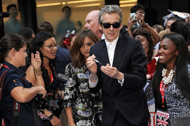 Peter Capaldi prepares to sign autographs (Getty, HF)