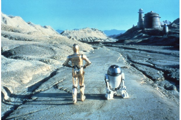 British actors Anthony Daniels and Kenny Baker on the set of Star Wars: Episode VI - Return of the Jedi (Photo by Sunset Boulevard/Corbis via Getty Images, TG)