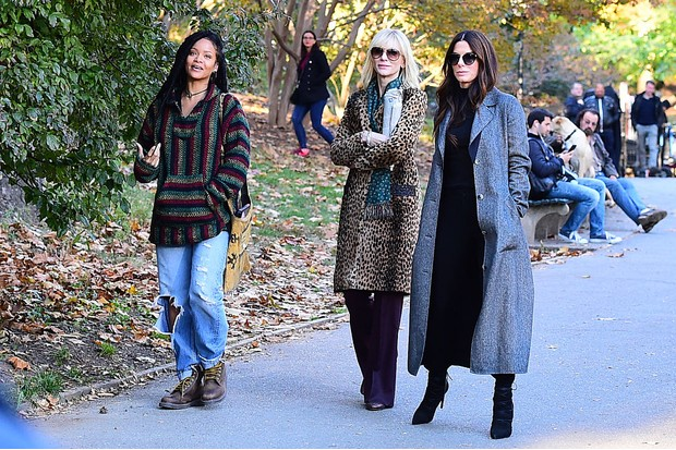 NEW YORK, NY - NOVEMBER 07: Sandra Bullock, Cate Blanchett and Rihanna are seen filming 'Ocean's 8' in Central Park on November 7, 2016 in New York City. (Photo by Raymond Hall/GC Images)