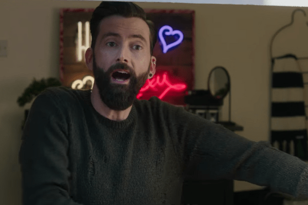 David Tennant's grown a massive hipster beard for his new ...